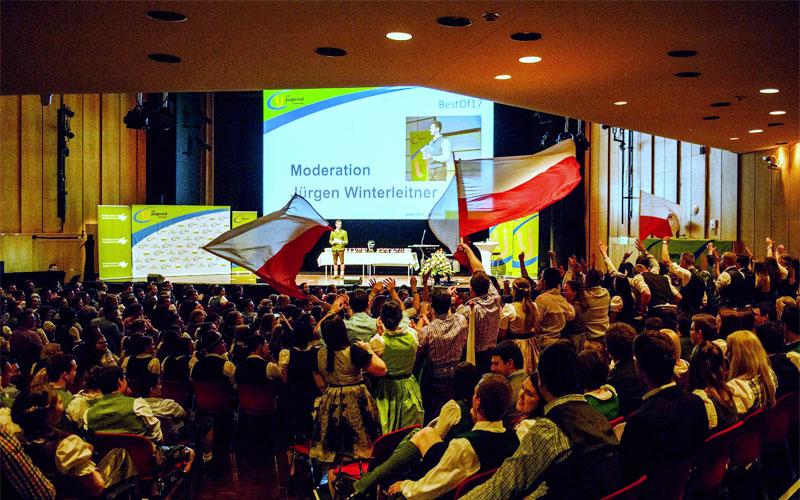 best of landjugend österreich award moderation preisverleihung award ceremony moderator juergen winterleitner congress center villach kärnten publikum feier gala