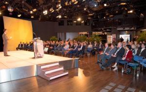 Kongressmoderator Jürgen Winterleitner beim Carglass Forum im Studio44 in Wien
